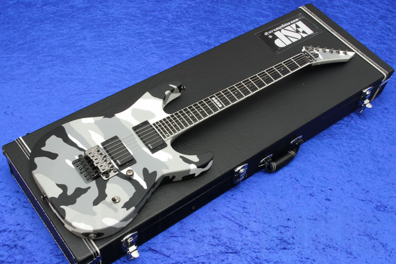 ESP M-II Neck-Thru UC - Urban Camo - b-stock