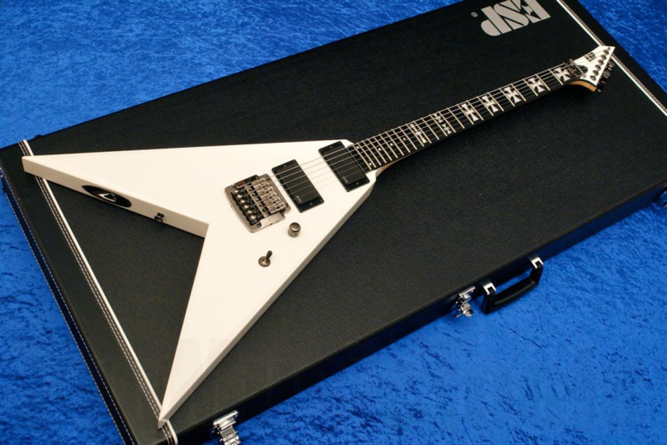 ESP NV-STD SW - Snow White - Iron Cross