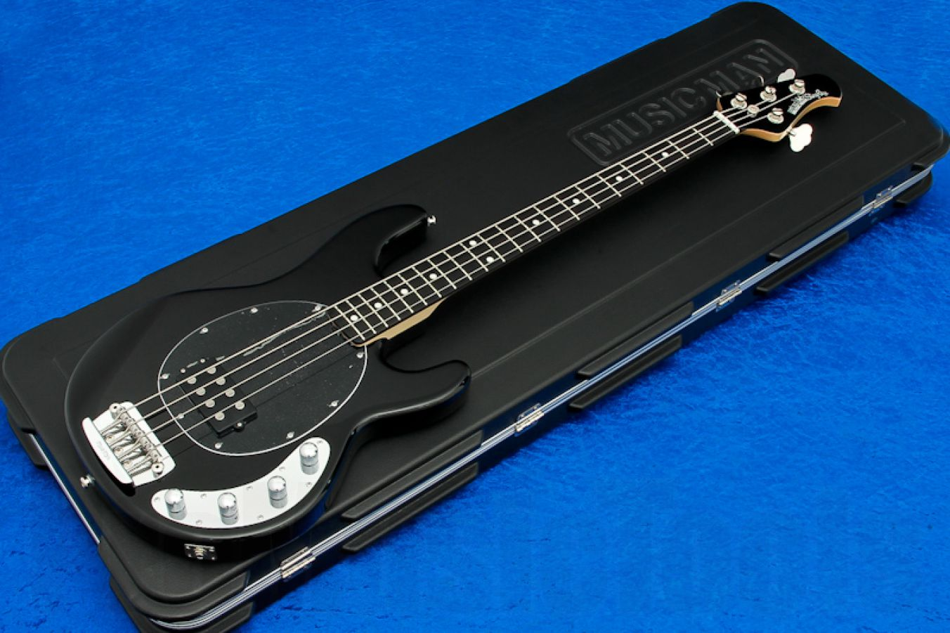 Music Man USA Stingray 4 BK - Black MH - Ebony Limited Edition