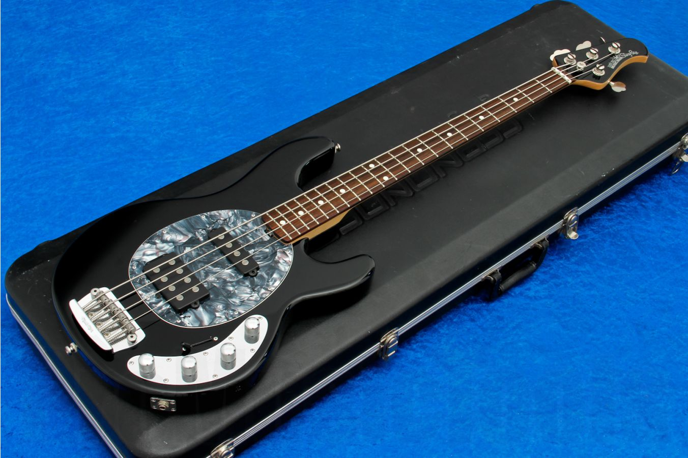 Music Man USA Stingray 4 HS BK - Black RW MH